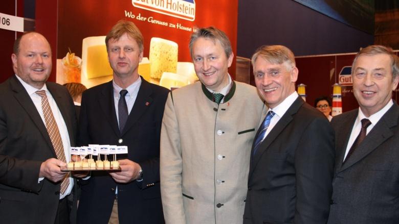 Bernd Stöfer (Meierei Sarzbüttel), Heiner Rickers MdL, Hauke Göttsch MdL , Hans Hinrich Neve MdL und Kammerpräsident Claus Heller