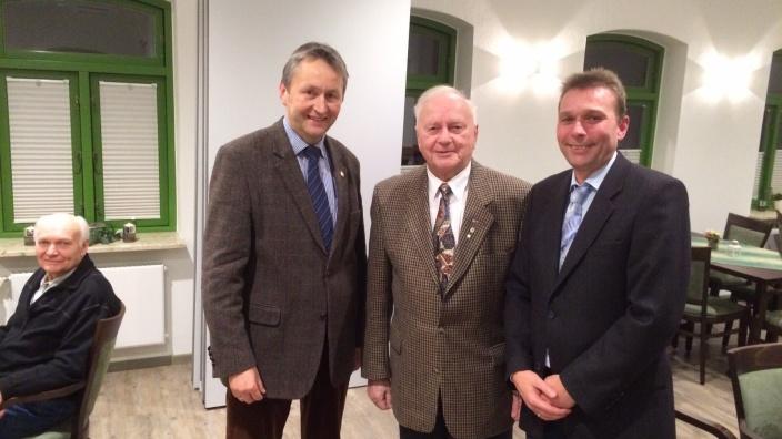 Hauke Göttsch mit Ortwin Kaschner und Jochen Struve.